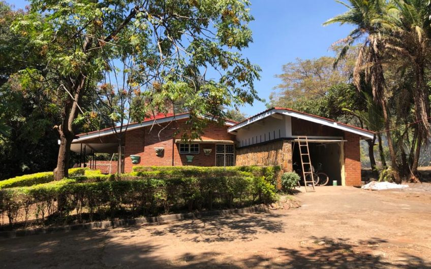 4 bedrooms 2 en-suite refurbished house on area 10 for rent