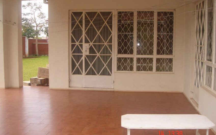 3 bedrooms masters en-suite in area 9 for rent