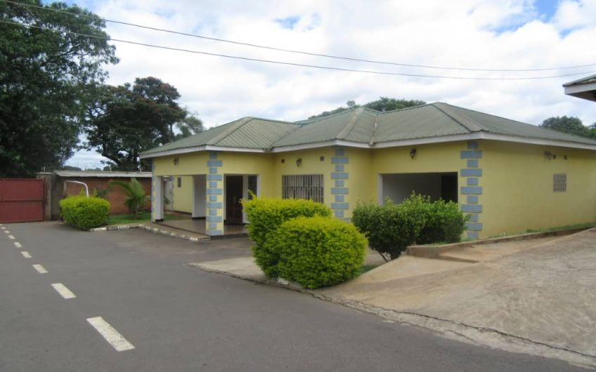 3 bedrooms all en-suite flats for rent separate dining sitting room and garage for rent