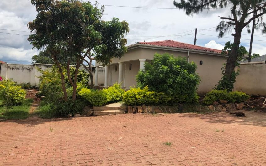 6 bedrooms house for rent in area 12 can be used as offices