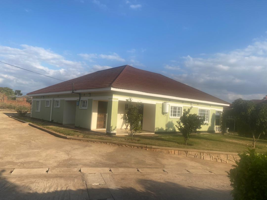 Area 3, House to let, 3 bedroom House with Master Ensuit